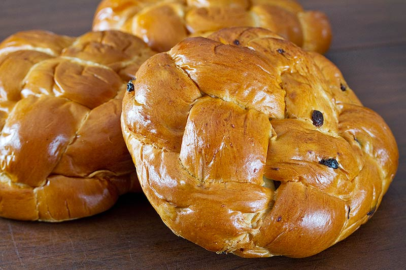 Round Challah – Plain and Raisin | Bread and Cie